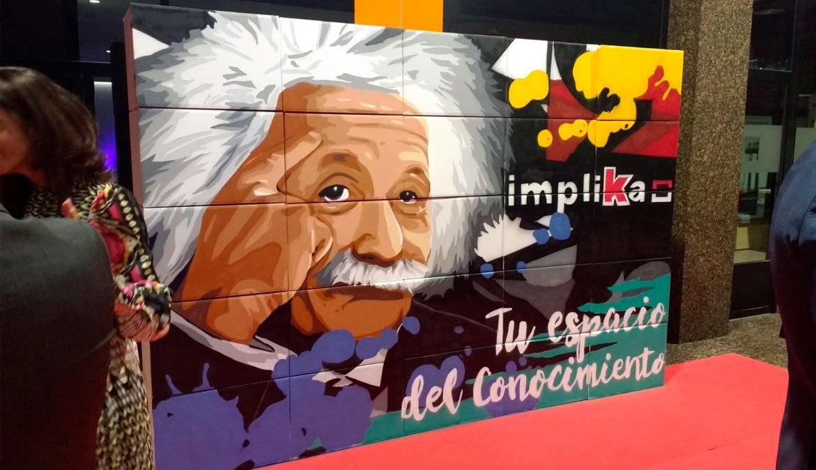 Graffiti de Albert Einstein en evento de inauguración en Bilbao.