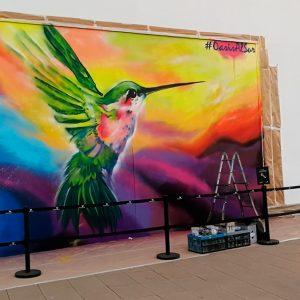 Graffiti de colibrí en evento de Madrid.